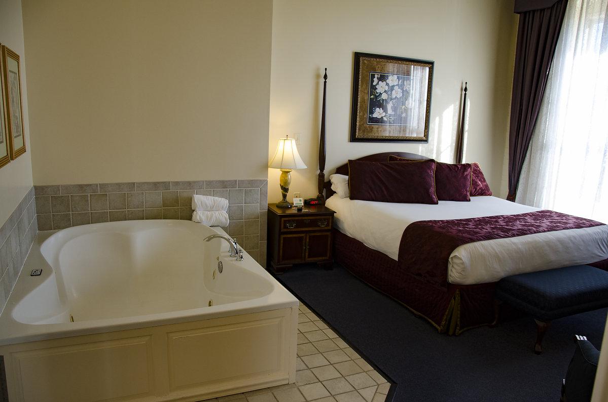 Jacuzzi In Hotel Room Wichita Ks