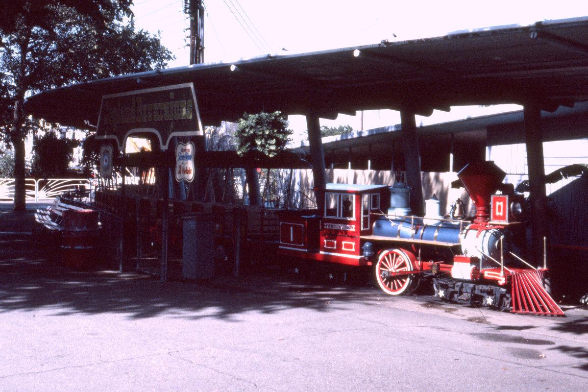 joyland-train