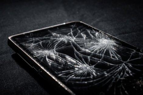 Motorola Introduces First Shatterproof Phone